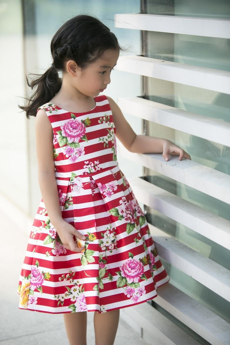 Mina xuất hiện như một nàng công chúa nhỏ, đôi lúc rụt rè nhưng đôi khi cũng rất tự tin và dạn dĩ trước ống kính.