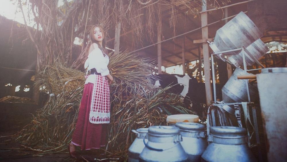 Thời điểm giữa năm nay đánh dấu Elly Trần quay lại hoạt động nghệ thuật sau hai năm tạm ngưng chăm sóc gia đình. Cụ thể, cô trở lại với vai trò diễn viên trong một dự án điện ảnh.