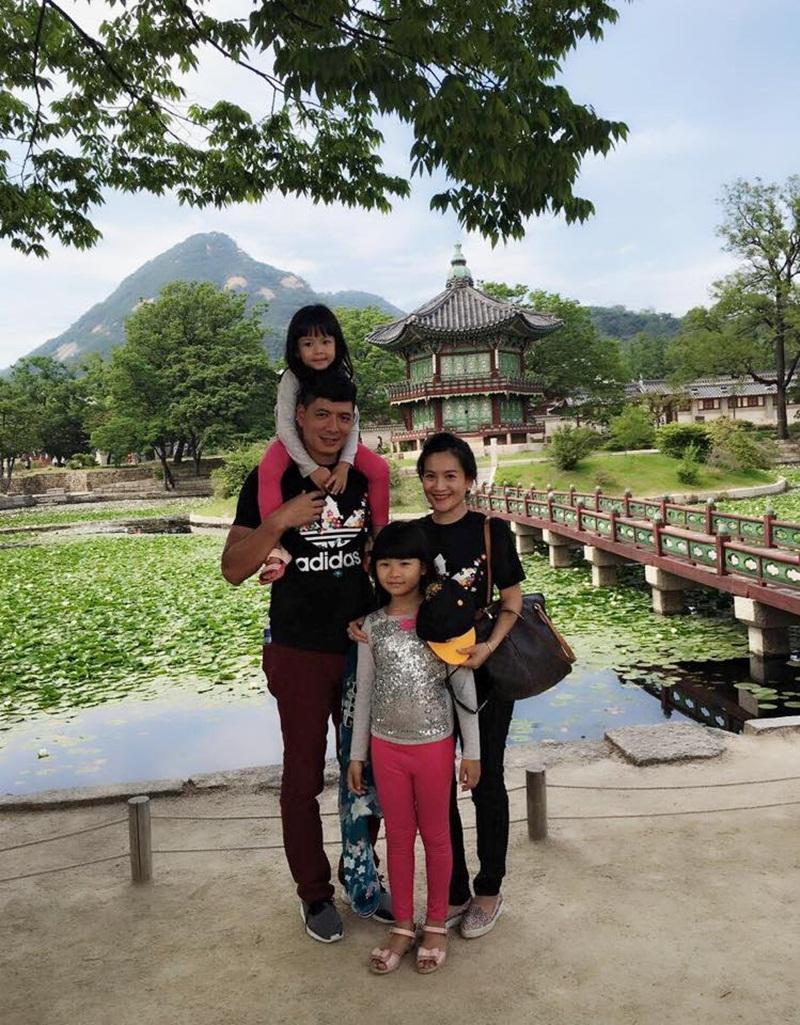 Nam MC, diễn viên Bình Minh đã có những khoảnh khắc hạnh phúc bình yên bên vợ con.