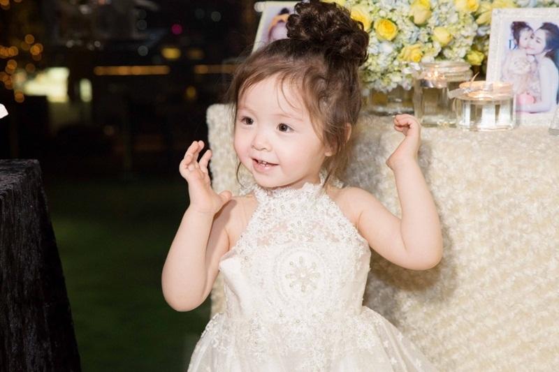 Cadie Mộc Trà và em trai là những nhóc tì đang được quan tâm hàng đầu trong showbiz Việt vì vẻ đẹp lai và những biểu cảm dễ thương mỗi lần xuất hiện.