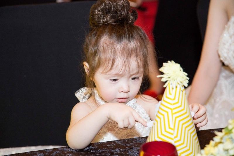 Sắp tới đây, Elly Trần sẽ tập trung cho vai diễn điện ảnh mới. Lịch quay của cô bắt đầu từ giữa tháng 6 và kéo dài gần hai tháng. Do đó, đêm tiệc sinh nhật này là một món quà đầy ý nghĩa nữ diễn viên dành tặng cho con gái.
