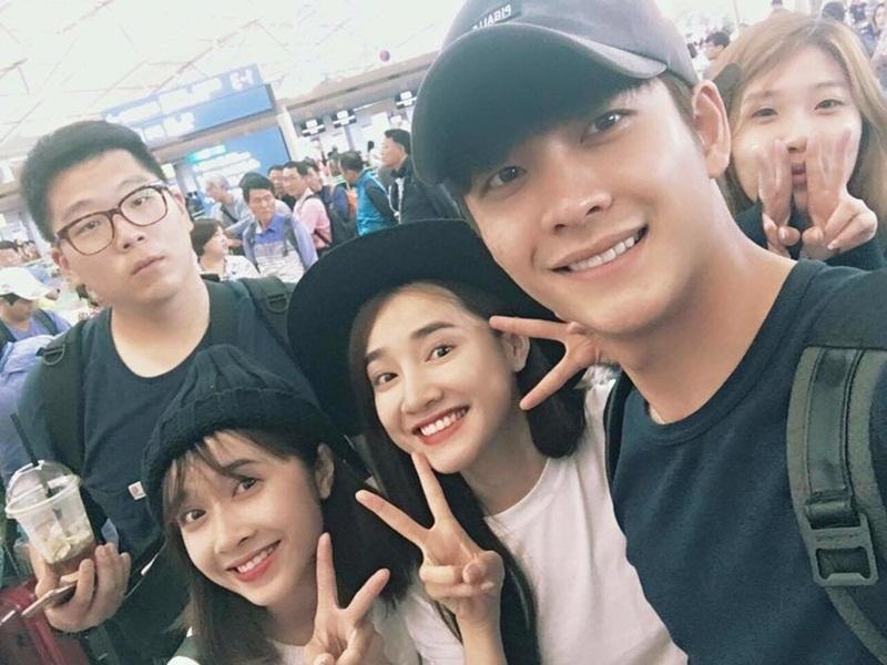 Kang Tae Oh bay sang Việt Nam để tiếp tục những cảnh quay phim Tuổi thanh xuân phần 2 nhưng lịch trình cụ thể được giữ kín để đảm bảo tiến độ phim.