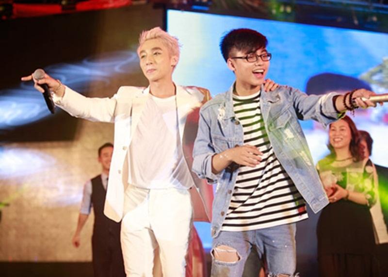 Sơn Tùng M-TP và em trai Việt Hoàng đều có năng khiếu ca hát và sáng tác nhạc.