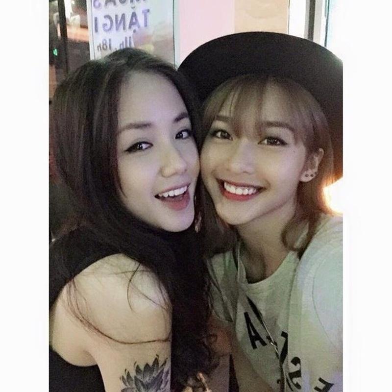 Phương Ly rất thân thiết với hot girl Khả Ngân.