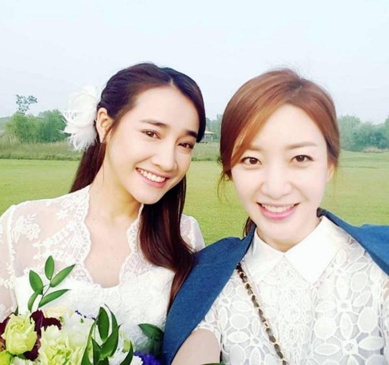 Hình ảnh Nhã Phương mặc váy trắng khiến fan hồi hộp liệu có một cái kết có hậu của cặp đôi Linh - Junsu trong phim?