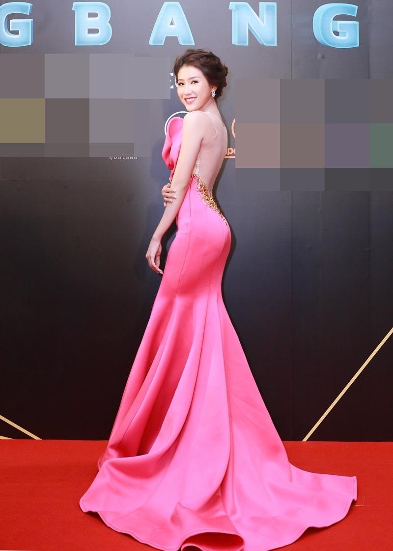 Xuất hiện tại sự kiện, Á hậu Bảo Như diện bộ đầm hồng đuôi cá cầu kỳ với những chi tiết bó sát cơ thể.