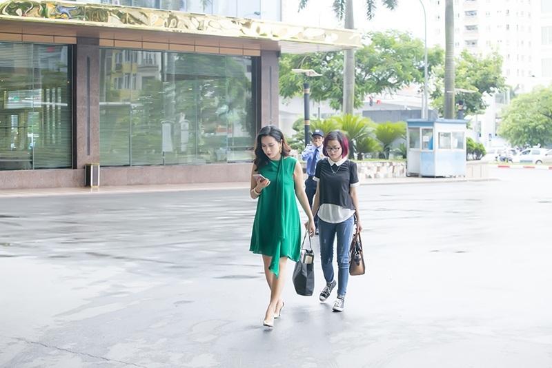 Bắt gặp Lưu Hương Giang lần đầu tiên xuất hiện tại sự kiện đầu tiên tại Hà Nội sau thông tin sinh con cùng hình ảnh trên trang cá nhân trong vài ngày vừa qua, không khỏi bất ngờ bởi cô đã nhanh chóng lấy lại vóc dáng.