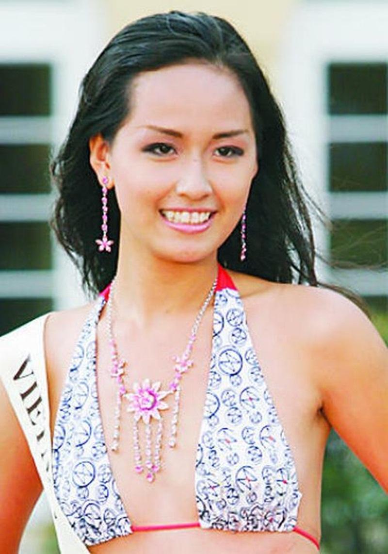 Mai Phương Thúy sở hữu một khuôn ngực nhỏ ở thời điểm dự thi Hoa hậu Việt Nam.