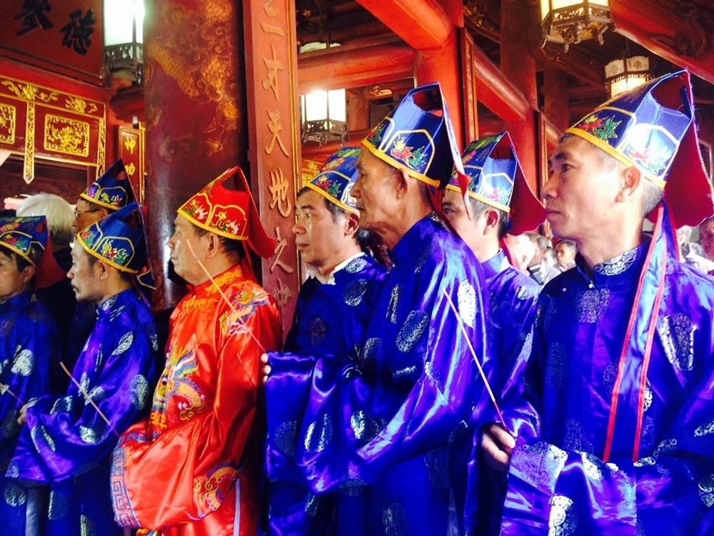 Đông đảo con cháu dòng họ Nguyễn Quý về dự Lễ.