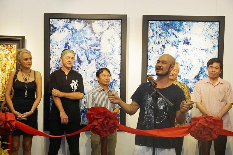 TS, bác sĩ, võ sư Trịnh Thắng chia sẻ trong buổi khai mạc triển lãm tranh Hơi thở cuộc sống.