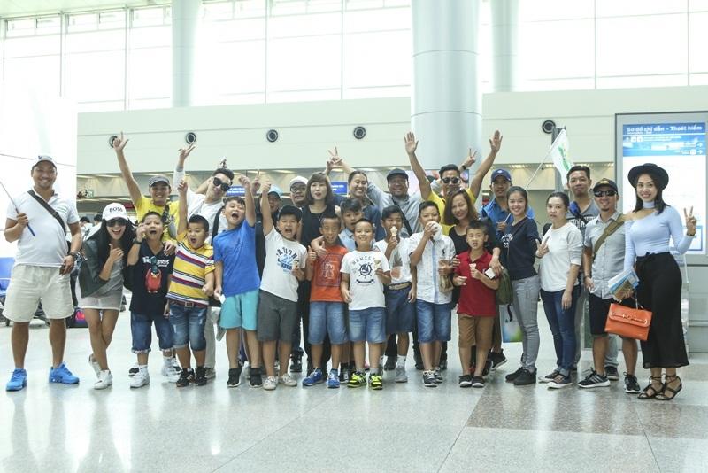 Chuyến đi còn có các bạn nhỏ đam mê bóng đá. Các em sẽ được trải nghiệm cuộc sống tại Hàn Quốc, học hỏi thêm kinh nghiệm bóng đá từ các chuyên gia ở xứ sở Kim chi, cũng như được đá giao hữu với đội bóng nhí của trung tâm đào tạo danh thủ Park Ji Sung.