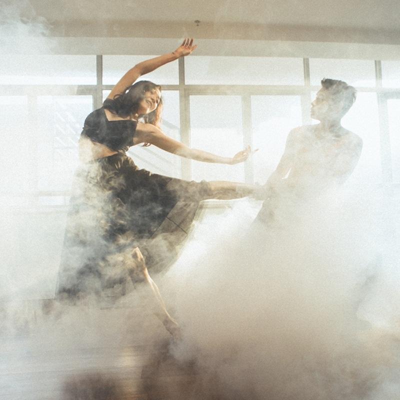 Quang Đăng mong muốn lưu giữ những cảm xúc đẹp của bài múa đương đại do chính anh biên đạo. Trong bộ ảnh, Quang Đăng thực hiện những động tác đòi hỏi kỹ thuật điêu luyện. Anh tập trung để điều khiển cơ thể hòa nhịp cùng bạn nhảy.