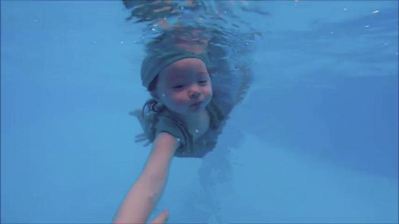 2 tuổi, Cadie Mộc Trà bơi lặn như vận động viên chuyên nghiệp - 8