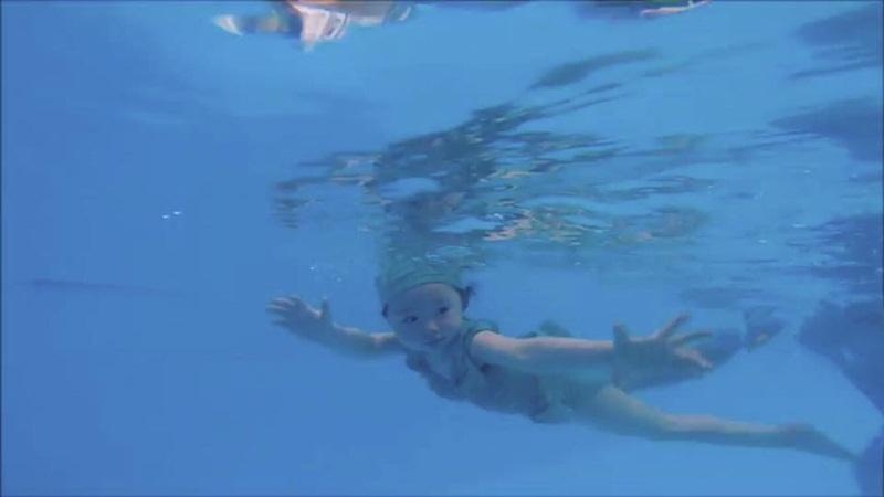 2 tuổi, Cadie Mộc Trà bơi lặn như vận động viên chuyên nghiệp - 7