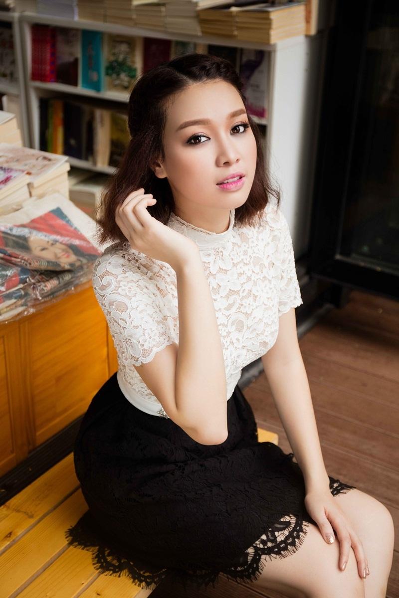 Hoa khôi Trương Tùng Lan khoe vóc dáng với váy ren điệu đà - 9