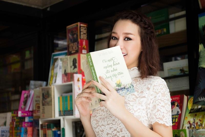 Hoa khôi Trương Tùng Lan khoe vóc dáng với váy ren điệu đà - 11