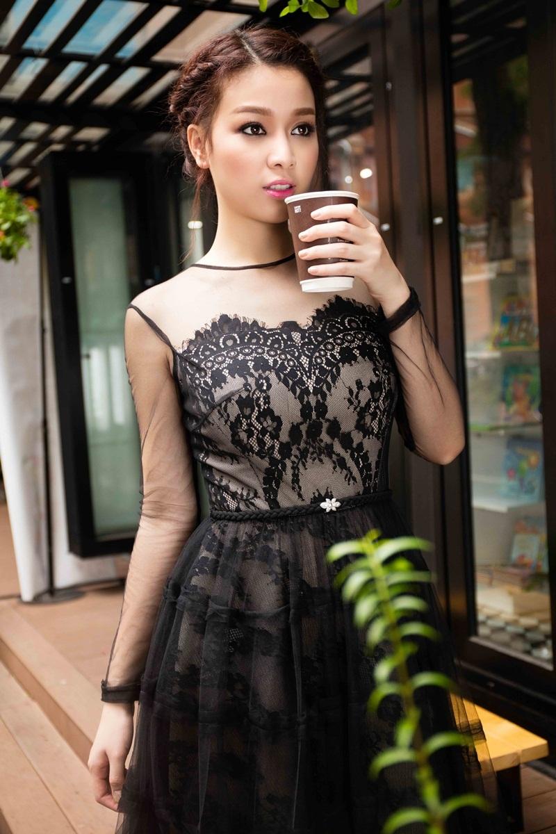 Hoa khôi Trương Tùng Lan khoe vóc dáng với váy ren điệu đà - 7