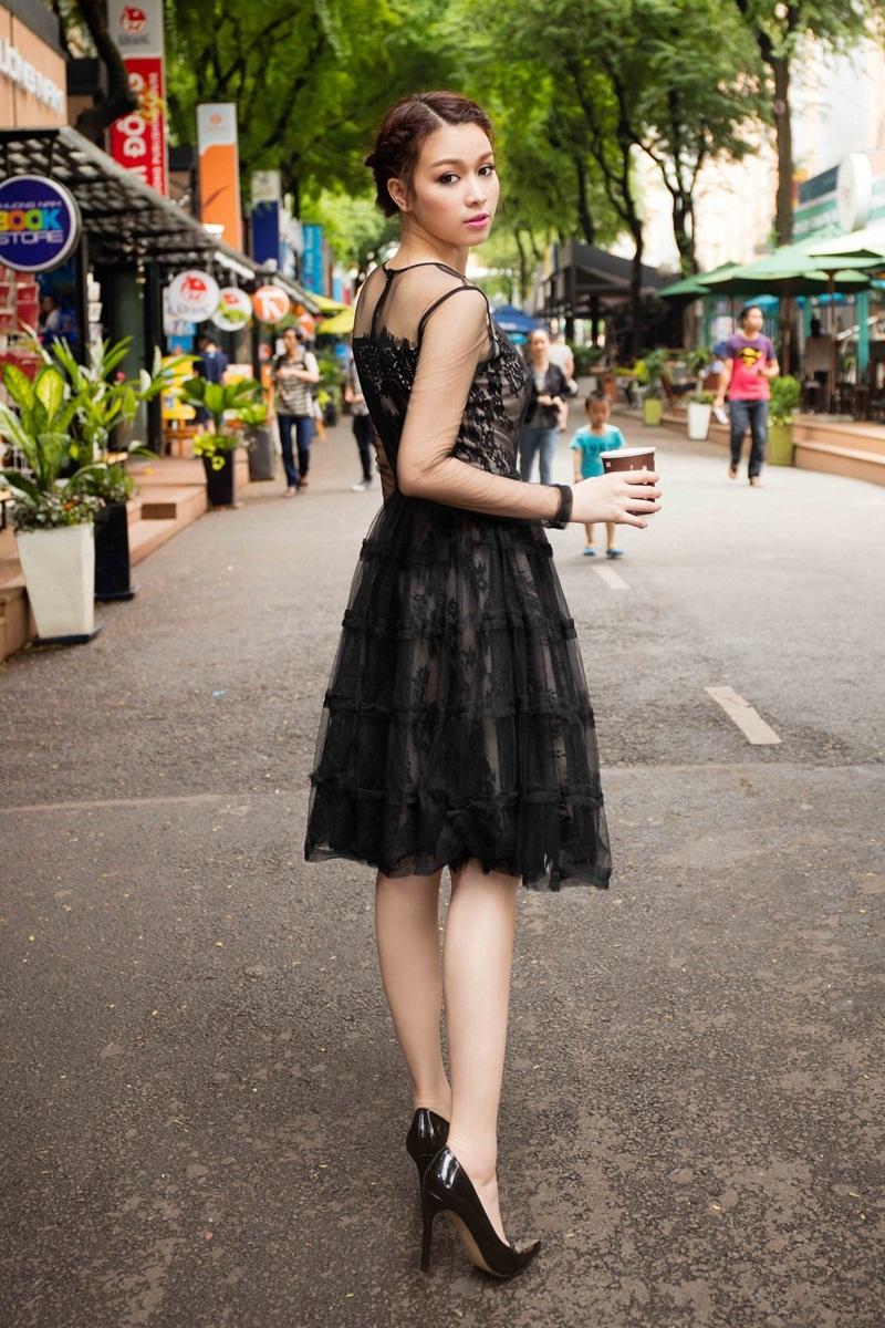 Hoa khôi Trương Tùng Lan khoe vóc dáng với váy ren điệu đà - 8