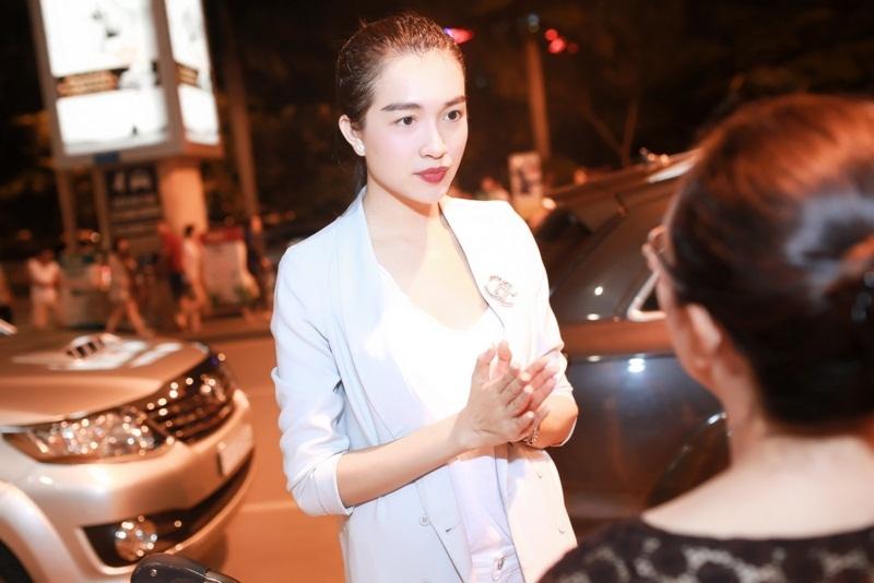 Lệ Hằng là một trong những người đẹp nổi bật được công chúng yêu mến sau khi đoạt danh hiệu Á hậu 2 Hoa hậu Hoàn vũ Việt Nam 2015. Trở về Việt Nam, Lệ Hằng ngày lập tức quay trở lại công việc cùng êkip cuả mình.