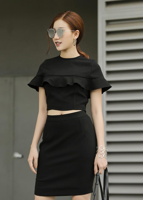 Cô xuất hiện trong bộ hình thời trang mới với sự đa dạng về phong cách.
