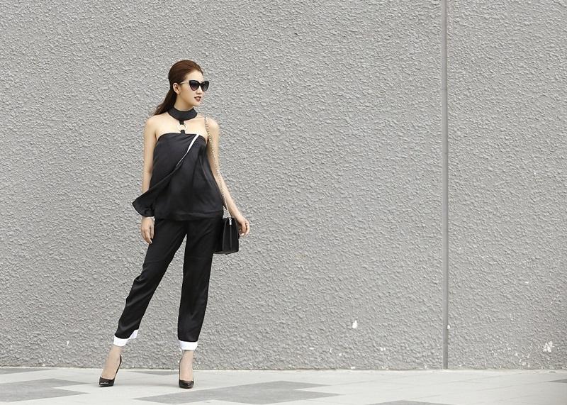 Cách Bảo Như phối đồ với những món phụ kiện như: túi xách, giày cao gót hay mắt kính, lắc tay… có thể thấy cô nàng có phong cách thời trang trẻ trung, thời thượng và khá linh hoạt.