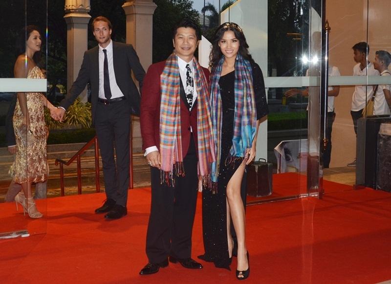 """""""Tại thời điễm đó, tôi cũng có chút tự hào về chồng mình, Bebe Nguyễn hào hứng nói. Bebe Nguyễn tâm sự, cô rất có duyên với đất nước Thái Lan vì đây cũng là nơi cả hai gặp và yêu nhau. Cô rất vui khi lần này tham dự có thể gặp gỡ rất nhiều những đạo diễn, diễn viên của Thái Lan cũng như châu Á để làm quen và tìm kiếm cơ hội làm việc với các nhà sản xuất lớn."""