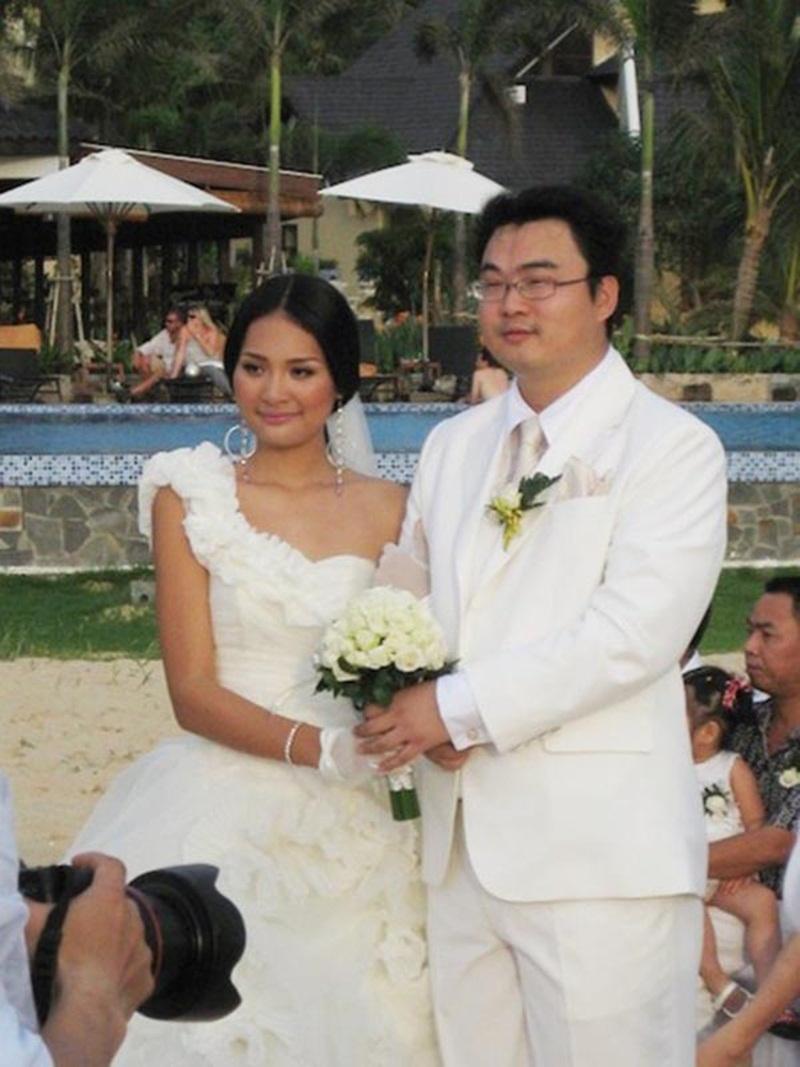 Năm 2010, Hoa hậu đẹp nhất châu Á Hương Giang đã bí mật tổ chức đám cưới tại Phú Quốc. Bạn bè trong giới thậm chí còn không hề hay biết về người đàn ông được hoa hậu chọn lựa. Tiệc cưới đơn giản và khoảng 30 khách mời là những người thân của người đẹp được mời đáp chuyến bay đến Phú Quốc để tham dự đám cưới trên bãi biển của cô cùng chú rể Liu Jia (người Hồ Bắc, Trung Quốc).