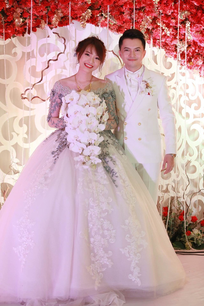 Thông tin ca sĩ Nam Cường kết hôn gây bất ngờ cho rất nhiều người vì trước đó không có bất kỳ thông tin nào về đám cưới được hé lộ. Ngay cả đám hỏi của nam ca sĩ đã được tổ chức trong năm 2015 cũng chưa từng được biết đến.