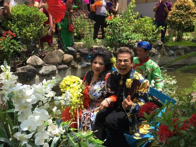 Hình ảnh đám cưới MC Thanh Bạch cùng bà chủ trung tâm ca nhạc tại hải ngoại Thúy Nga vừa được hé lộ khiến nhiều người bất ngờ. Được biết, đám cưới của MC Thanh Bạch và bà Thúy Nga diễn ra bí mật tại nhà riêng của bà Nga, ở Long Thành, Đồng Nai.