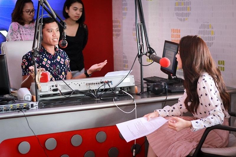 Chi Pu được Phoenix Radio Station, đài phát thanh hàng đầu Indonesia phỏng vấn khi sang tham dự Viral Fest Asia 2016 cùng các nghệ sĩ hàng đầu châu Á như: HyunA, MC Mong, Namewee và Joyce Chu, Jannine Weigel,…