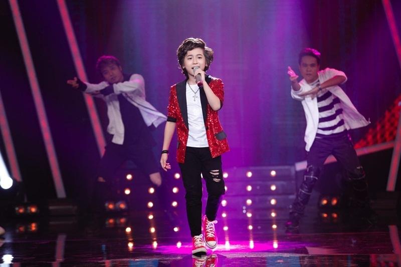 """Gia Khiêm với bài hit sôi động Bang Bang Bang (Teddy, G-Dragon, T.O.P) thực sự khiến khán phòng """"rực cháy""""."""