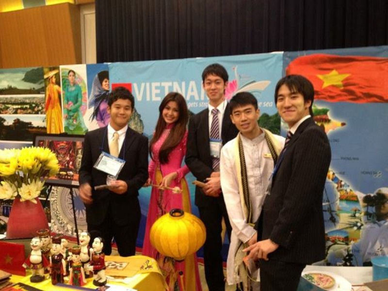 Diễm Trang là đại sứ của rất nhiều hoạt động giao lưu mang tầm quốc tế: Đại sứ tham dự Diễn đàn trẻ châu Á năm 2011, là thành viên của Tàu thanh niên Đông Nam Á năm 2012, Tham dự Festival Thanh niên Thế Giới 2013, có dịp được chứng kiến và làm lễ tân phục vụ cho hai vị lãnh đạo cấp cao trong cuộc họp song phương đối ngoại thanh niên giữa Việt Nam và Triều Tiên.