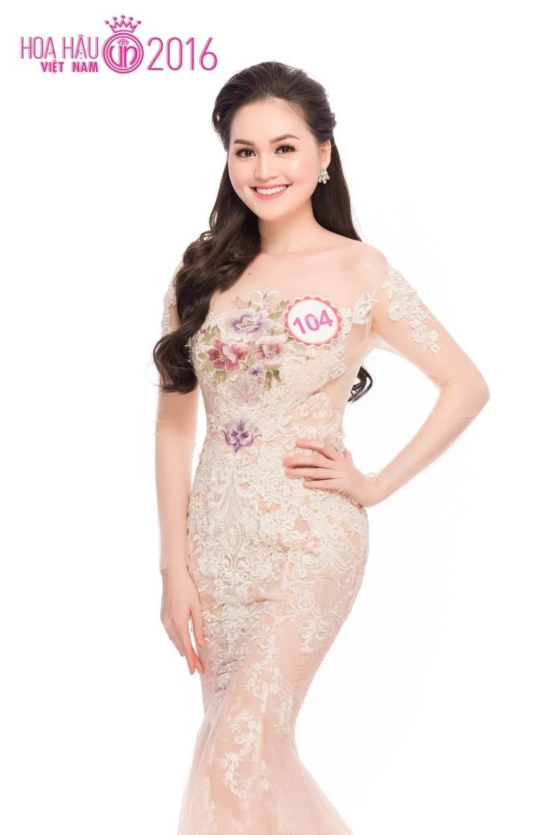 Trần Thị Thu Hiền năm nay 20 tuổi, cô gây ấn tượng vả nổi bật với vẻ đẹp trong sáng, gương mặt đậm chất Á Đông và nụ cười rạng rỡ. Cô từng đăng quang trong cuộc thi Miss Ngôi sao năm 2014.