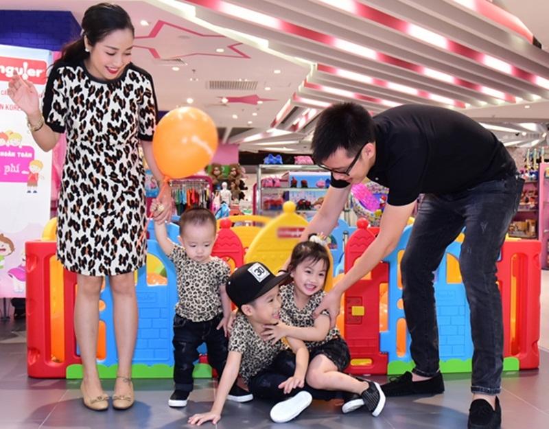 Khoảnh khắc hạnh phúc của gia đình Ốc Thanh Vân - Trí Rùa.