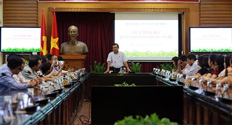 Ông Nguyễn Văn Tấn, Ủy viên Ban Cán sự, Vụ trưởng Vụ Tổ chức cán bộ thông báo các quyết định, bổ nhiệm.