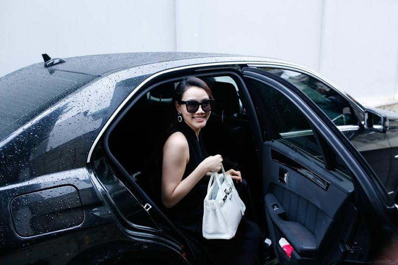 Trang Nhung được biết đến là người mẫu, diễn viên nổi tiếng của showbiz. Cô là Á hậu Phụ nữ Việt Nam 2005. Cũng từ đó, cô trở thành người mẫu chuyên nghiệp.