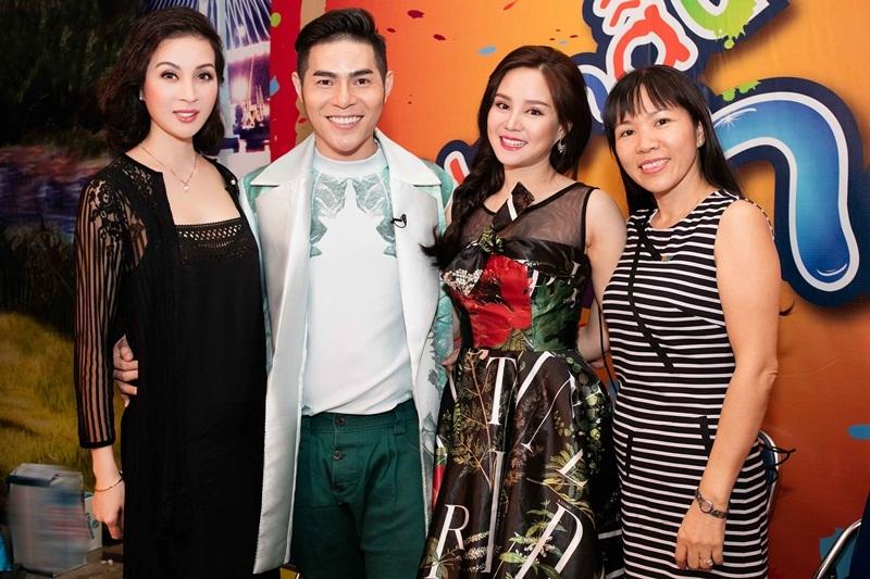 Sự kiện còn có sự tham gia của nữ ca sĩ một con Vy Oanh.