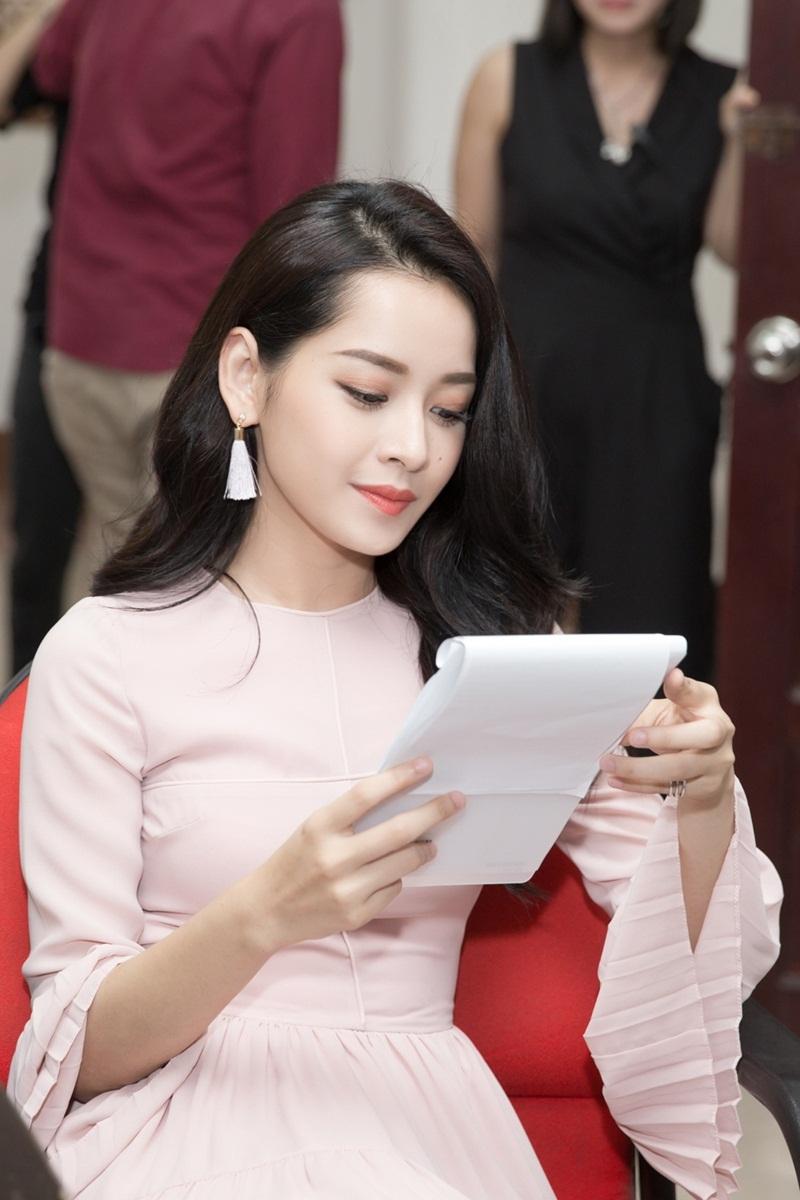 """Chi Pu cũng chia sẻ ấn tượng về ngôi sao Hàn Quốc HyunA khi có cơ hội biểu diễn cùng một sự kiện: """"Ca sĩ HyunA có ngoại hình và thần thái sexy, xứng đáng là biểu tượng gợi cảm của Hàn Quốc. Nữ ca sĩ biểu diễn rất bốc lửa trên sân khấu lôi cuốn hàng vạn khán giả..."""""""
