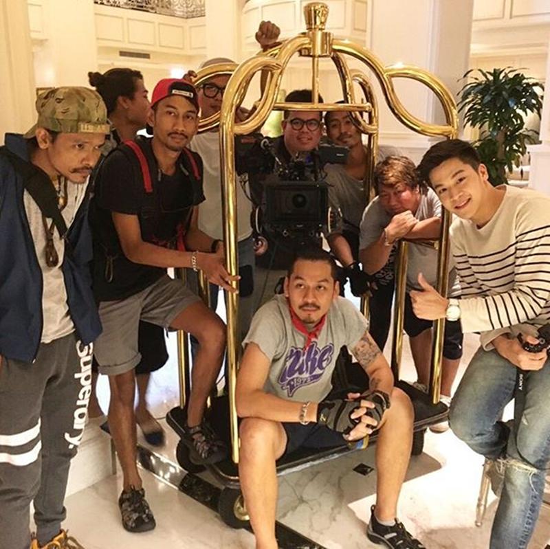 Hình ảnh êkip đoàn làm phim trong quá trình quay tại Việt Nam.