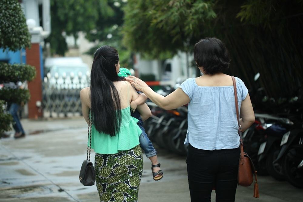 Giống như nữ ca sĩ đàn chị: Thu Minh, Thủy Tiên... Thu Thủy luôn giấu mặt con trong các bức ảnh.