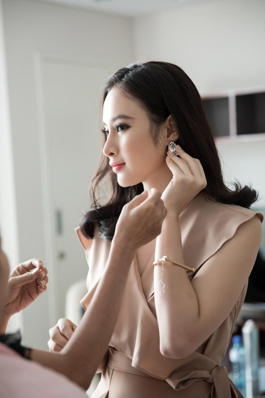"""Nhân vật cô giáo Phong Linh trong phim """"Sứ mệnh trái tim"""" được đánh giá cao ở tinh thần làm việc chuyên nghiệp dù đang gặp vấn đề sức khỏe."""