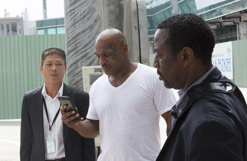 Với hành trình khoảng một tuần lưu lại Việt Nam, Mike Tyson đã phải rất tất bật cho những cảnh quay liên tục, nhằm hoàn tất lịch trình công việc kín mít trong năm 2016.