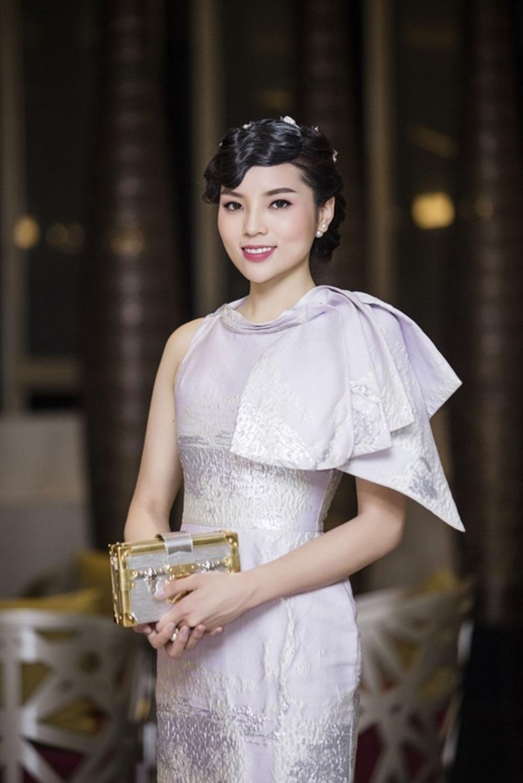 Kỳ Duyên đến muộn trong buổi họp báo Hoa Hậu Việt Nam 2016 khu vực phía Bắc.