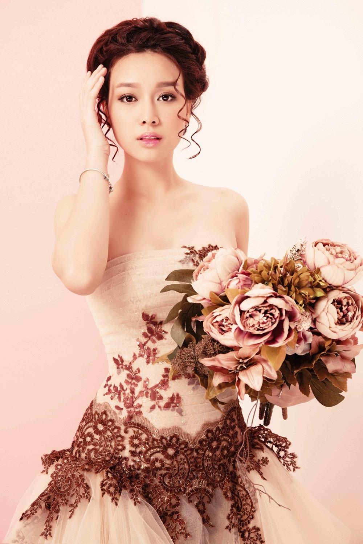 Hoa khôi Trương Tùng Lan hóa cô dâu mong manh - 13