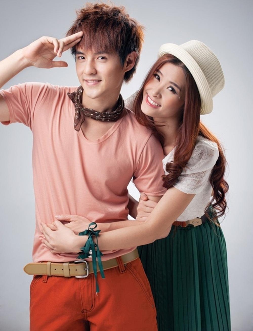 Sự dễ thương trong các ca khúc và phong cách thời trang nhí nhảnh một thời là chìa khóa giúp cặp đôi kẹo ngọt Đông Nhi - Ông Cao Thắng thu hút được đông đảo khán giả hâm mộ tuổi teen.