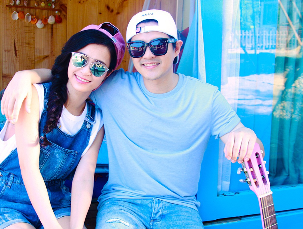 Cặp đôi cũng vừa hé lộ teaser của sản phẩm kỉ niệm tình yêu 8 năm - MV Love Like You, 8 năm nhưng cặp đôi vẫn rất được lòng khán giả trẻ với phong cách đời thường năng động.