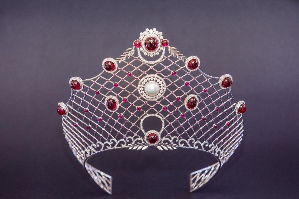 Cận cảnh chiếc vương miện cao quý do thương hiệu nữ trang Celin thực hiện.