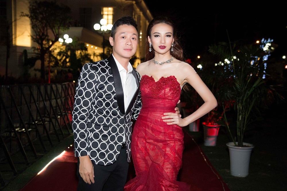 Hoa hậu Ngọc Diễm cùng MC Anh Tuấn là những gương mặt dẫn chương trình trong đêm chung kết.