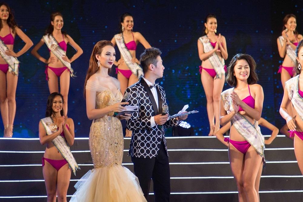 Hoa hậu Ngọc Diễm make-up đậm tôn vẻ sang trọng, cá tính và chọn bông tai ngọc trai để hoàn thiện vẻ ngoài.