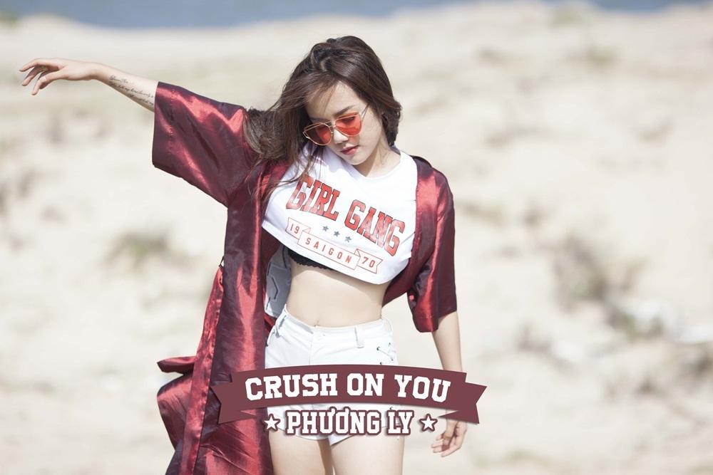 Sở hữu phong cách thời trang cá tính, Phương Ly là fashionista được đông đảo giới trẻ theo dõi trên Instagram và Facebook.